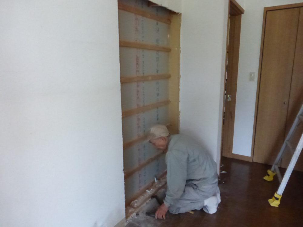 壁のくり抜き作業 大阪