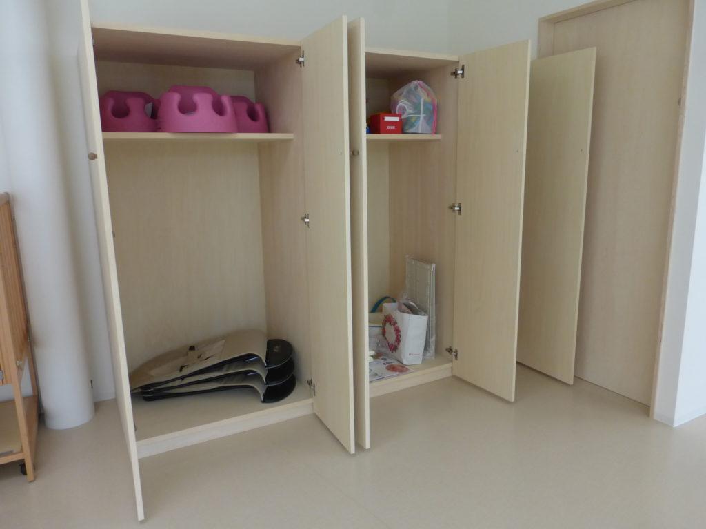 備品収納棚